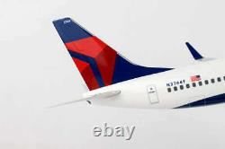 Daron Skymarks Supremes Model Airplane Delta 737-800 1/100 Scale with Wood Stand