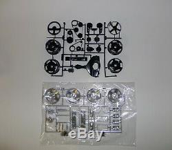 Monogram IROC-Z CAMARO 1/8 Scale Unassembled Plastic Model Kit 85-2610 Black