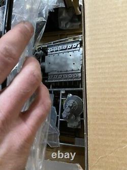 Pocher Testors Ferrari Testarossa 1/8 Scale Unassembled Metal Model Kit Box