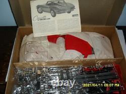 Vintage Monogram #2600'65 Corvette Sting Ray-18 Scale
